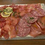 太田駅の近くの肉バル!circolo attic(チルコロ アティック)でディナー 赤ワインと一緒に頂く「生ハムボード」の肉の味に舌鼓