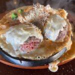 赤身の超レア!ひしめき亭 高崎店で超粗挽き炭火熟成牛ハンバーグのとろとろチーズソースに舌鼓 溢れるチーズの360gメガ盛りがマジヤバい